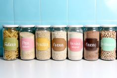 Más etiquetas para organizar tus frascos. En este caso ya vienen preestablecidas, de distintos colores con diseños bien femeninos. https://w...