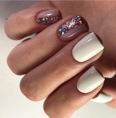 On average, the finger nails grow from 3 to millimeters per month. If it is difficult to change their growth rate, however, it is possible to cheat on their appearance and length through false nails. Love Nails, Pretty Nails, My Nails, Glitter Nails, Nail Polish, Nail Manicure, Fabulous Nails, Perfect Nails, Amazing Nails