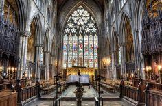 Catedral de Ripon. North Yorkshire (Inglaterra).  La iglesia actual es de hecho la cuarta que se levanta en este lugar. San Wilfredo trajo consigo mamposteros, escayolistas y ceramistas desde Francia e Italia para construir esta gran basílica en el año 672. El templo se convirtió en catedral (la iglesia donde el obispo tiene su cátedra o trono) en 1836,