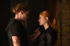 #Clace the way they look at each other!