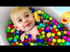 Learn Colors with Baby and Balls, Finger Family Song for Kids Little Baby Fun Play Colors for Children to Learning with Color Balls