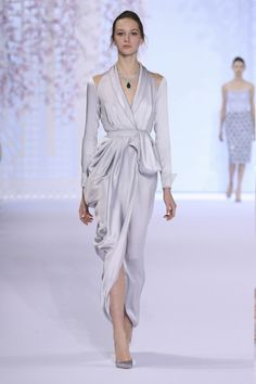 Ralph and Russo Spring Summer 2016 Haute Couture Couture Week, Style Haute Couture, Couture Fashion, Runway Fashion, Paris Fashion, Spring Couture, Fashion Night, Fashion Week, High Fashion