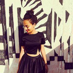 Olha que lindo esse look com #croped e #saia de cintura alta....