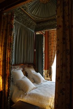 Bedroom in Chatsworth house | by Andy Coe