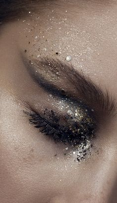 Moon dust makeup