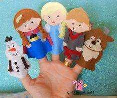 Dedoches Frozen em feltro (UNIDADE) Felt Puppets, Puppets For Kids, Felt Finger Puppets, Puppet Crafts, Felt Crafts, Frozen Felt, Felt Board Templates, Anna E Elsa, Finger Puppet Patterns