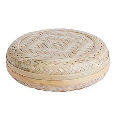 Bamboo Basket Flat från danska HAY. En handgjord korg med lock för smart förvaring av allt smått.