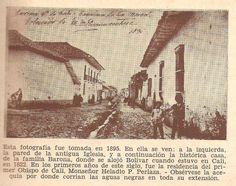 Santiago de Cali - 1895, a la izquierda la pared de la antigua Iglesia y a continuación la histórica casa de la familia Barona, donde se Alojó Bolívar cuando estuvo en Cali en 1822. En los primeros años de este siglo, fué la residencia del primer Obispo de Cali Ms Heladio P Perlaza . Orbservese la acequia por donde corrían las aguas negras en toda su extensión.