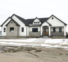 First-Rate Craftsman Style Rambler House Plans Only In Popihome Com # erstklassige rambler house-pläne im craftsman-stil nur bei popihome com First-Rate Craftsman Style Rambler House Plans Only In Popihome Com # Café Exterior, Dream House Exterior, Exterior House Colors, Dream House Plans, Exterior Design, Exterior Remodel, Exterior Paint, Craftsman Exterior, White House Exteriors
