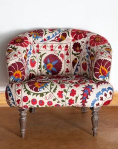 Suzani I love Suzani fabrics Can upholster an old chair Funky Furniture, Furniture Design, Bohemian Furniture, Chair Design, Design Design, Poltrona Design, Suzani Fabric, Upholstery Fabrics, Furniture Upholstery