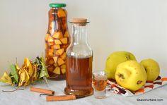 Afinată tradițională de casă preparată din afine de pădure | Savori Urbane Limoncello, Hot Sauce Bottles, Bourbon, Food And Drink, Cooking Recipes, Beer, Drinks, Liqueurs, Cakes