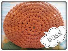 Rô Crochê : ** BOLSA CROCHÊ FIO DE MALHA ** Clutch Bag, Straw Bag, Purses And Bags, Beanie, Crochet Bags, Crocheting, Clutches, Patterns, Learn Crochet