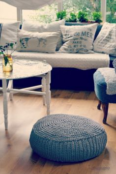 DIY: crochet pouf