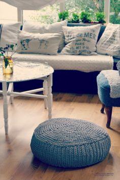 DIY: crochet pouf