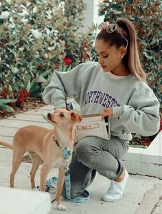 Ariana Grande and her dog ♡