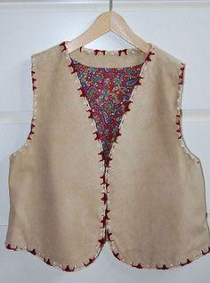 Chaleco de piel. Vivo bordado. Forro interior de 100% algodón www.ebana.es