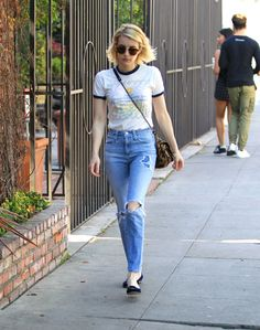 emma-roberts-in-ripped-jeans-out-in-beverly-hills-2-9-2016-1.jpg (1280×1623)
