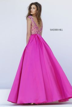 Sherri Hill dresses are designer gowns for television and film stars. Find out why her prom dresses and couture dresses are the choice of young Hollywood. Pretty Dresses, Beautiful Dresses, Beauty Pageant Dresses, Prom Dress Couture, Sherri Hill Prom Dresses, Designer Prom Dresses, Evening Dresses, Formal Dresses, Prom Girl
