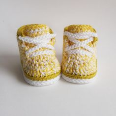 Baby sneakers, newborn baby shoes, neutral baby shoes, yellow crochet shoes, coming home outfit, yellow baby shower, winter booties, by LupiLoop on Etsy