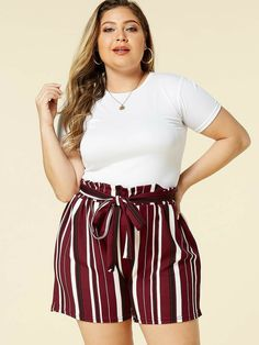 Plus Size Belt Design Burgundy Stripe Shorts Source by joana_elaine Casual Plus Size Outfits, Curvy Girl Outfits, Plus Size Casual, Casual Summer Outfits, Winter Outfits, Casual Dresses, Casual Shorts, Look Fashion, Fashion Outfits