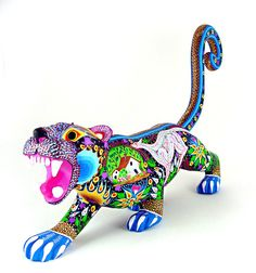 Oaxacan Wood Carvings Aurora Sosa Tiger  http://www.oaxacafinecarvings.com