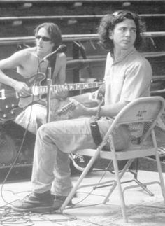 #PearlJam #MikeMcCready #EddieVedder Mike looks all cool and Ed looks really sweet. It is all killing me.