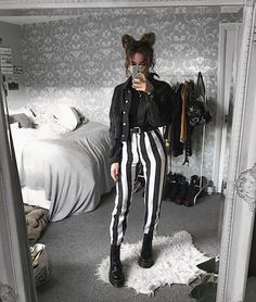 Grunge outfits for young women Komplette Outfits, Grunge Outfits, Grunge Fashion, Look Fashion, Korean Fashion, Winter Outfits, Casual Outfits, Fashion Outfits, Womens Fashion