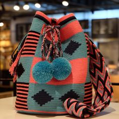 No photo description available. Blue Shoulder Bags, Shoulder Strap Bag, Tapestry Bag, Tapestry Crochet, Crochet Accessories, Bag Accessories, Mochila Crochet, Boho Bags, How To Make Handbags