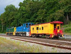 RailPictures.Net Photo: URR 17 Union Railroad EMD MP15DC at West Mifflin, Pennsylvania by Robert Pisani