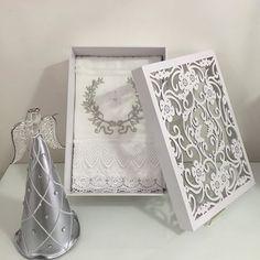 BOUTIQUE DE CRIAÇÕES iniciando 2016 com novidades...caixa laqueada com tampa floral e strass com toalha com lindo bordado Espírito Santo e Anjo prata!!! Venham nos visitar!!! #novidades #caixafloral #toalhabordada #espiritosanto #anjo