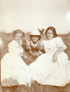 Vibeke Kroyer,Nina and Yvonne Tuxen,in the dunes near Villa Dagminne,Skagen.Photo,c.1908