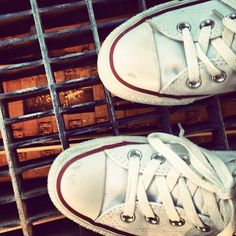 Standin on top of the 4,5,6 subway line. Waiting for the train. #white #converse #nyc