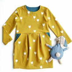 Pattydoo Rosa Kleid nähen - Mädchen Kleid nähen - Tulpen Kleid nähen - Kinder Kleid DIY nähen - Pattydoo