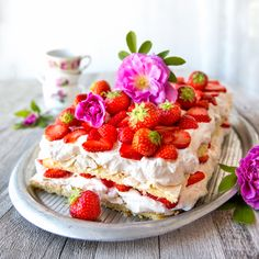 Britakakku | Reseptit | Kinuskikissa Finland Food, Happy Foods, Something Sweet, Yummy Cakes, Food Inspiration, Sweet Tooth, Vegan Recipes, Cheesecake, Deserts