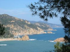 Costa Brava is the only coast with sandy beaches to have escaped development in Spain. If you are looking for an inspirational holiday to discover great attractions, sights and activities for all ages, travel to Costa Brava.