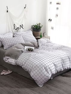 Bed Linen And Curtain Sets Cute Bed Sheets, Cheap Bed Sheets, Bed Sheets Online, Black Bed Linen, Lit Simple, Aesthetic Room Decor, Luxury Bedding Sets, Bed Sets, Bed Styling