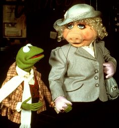 See Kermit The Frog & Miss Piggy pictures, photo shoots, and listen online to the latest music. Miss Piggy Muppets, Kermit And Miss Piggy, Kermit The Frog, Danbo, Jim Henson, Miss Piggy Costume, The Muppets Characters, Funny Billboards, The Mindy Project