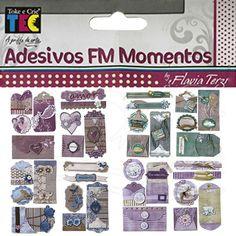 Adesivo FM Momentos - Flávia Terzi Adesivos tridimensionais com acabamento em hot stamping, feitos artesanalmente. Podem ser utilizados em Scrapbook (Decoração de Álbuns), cartões e artesanato em geral. Totalmente ACID e LIGNIN FREE. Contém: 2 Cartelas Medida de cada cartela: 130 x 235 mm Fabricante: Toke e Crie