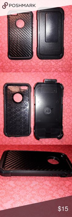 Iphone SE/5/5S/5C Black Carbon Fiber Holster Case Elevated edges allows for secure usage preventing your screen from being shattered if dropped.*Rubberized textured finish conveniently provides outstanding grip.*The belt clip rotates 180 degrees to provide you with ultra-flexibility. *Easy access to all your functional buttons (power, mute, volume, and home buttons).*Ultra-light casing enables easy placement and removal from holster. Fastens to your belt for hands-free mobility. New only…