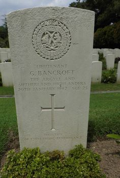 Headstone, Kranji a Officer of the Argyll and Sutherland Highlanders