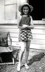 On June 12th, 1942, on her 13th birthday Anne gets a diary from hert parents. On Juli 6th, 1942 Anne and her family went into hidding in the Secret Annex and Anne used her diary to document her daily life.