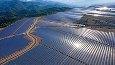 Inaugurée en 2011, la ferme solaire des Mées, dans les Alpes-de-Haute-Provence, abrite des panneaux photovoltaïques sur 200 ha. C'est la…