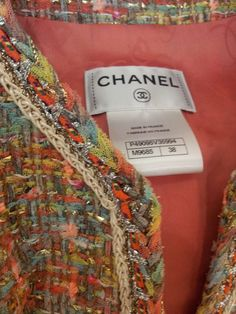 color combo, of course Chanel Jacket Trims, Chanel Style Jacket, Couture Details, Fashion Details, Chanel Resort, Chanel Couture, Couture Sewing, Clothing Labels, Chanel Fashion