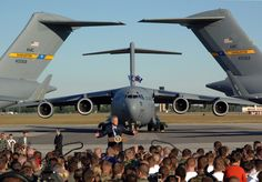 Boeing C-17 with President Bush giving a speech. What an amazing photo!