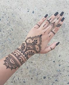(notitle) (notitle),Henna Related posts:Where to get an inspiration for a girly tattoo design? - henna▷ ideas for fall nail colors to try this season - henna- hennaHip tattoo/ Quotes - henna─ 𝐏𝐢𝐧𝐭𝐞𝐫𝐞𝐬𝐭: 𝕺𝖇𝖑𝖎𝖙𝖙. Henna Tattoo Designs, Cute Henna Designs, Mehndi Art Designs, Mehndi Designs For Hands, Tattoo Designs For Women, Tattoos For Women, Hena Designs, Tattoo Women, Dulhan Mehndi Designs