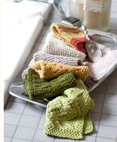 A ton of washcloth patterns,,, http://cache.lionbrand.com/cgi-bin/patternFinder.fcgi?search=Search=cloth=55=9=0==17=19===Any=Any=Any=0_source=20120323_March23_medium=Emails_campaign=Weeklynewsletter_content=Browse70WashclothPatterns