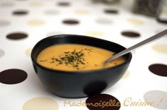 Soupe de lentilles corail et carottes - Recette de Cuisine ~ Mademoiselle Cuisine : recettes, astuces, actu cuisine Cinnamon Cream Cheeses, Pumpkin Spice Cupcakes, Bear Cakes, Fall Desserts, Toddler Meals, Salmon Recipes, Cakes And More, Cocktail Recipes, Cravings