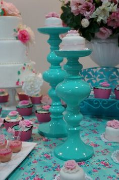 Mesa dulce party cupcakes