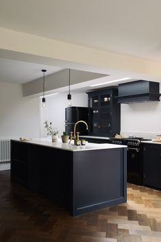 A cool and contemporary Shaker Kitchen design by deVOL