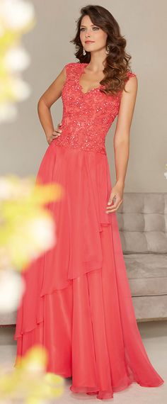 Chic Chiffon V-neck Floor-length A-line Mother of the Bride Dresses with Lace Appliques